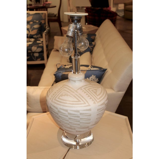 Mid 20th Century Richard Lindley Lucite & Acoma Pottery Lamp For Sale - Image 5 of 5