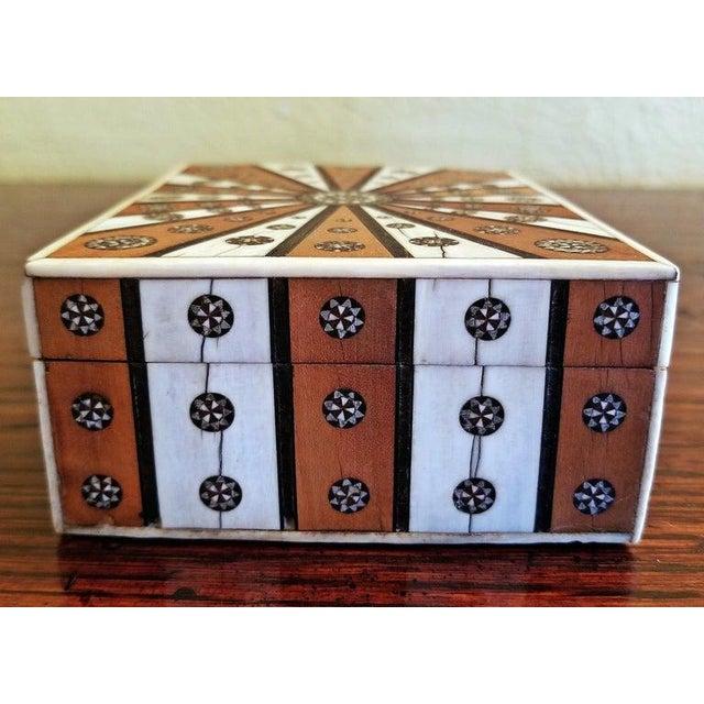 19th Century Anglo Indian Vizagapatam Sunburst Pattern Rectangular Box For Sale - Image 4 of 8