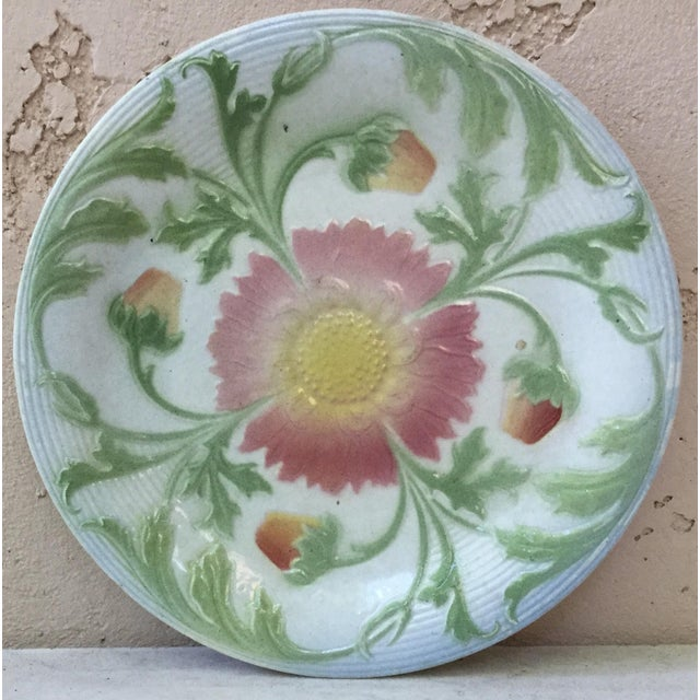 1900 French Majolica Daisy Saint Clement Plate For Sale In Austin - Image 6 of 6