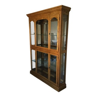 1990s Traditional Oak Pulaski Curio Cabinet For Sale