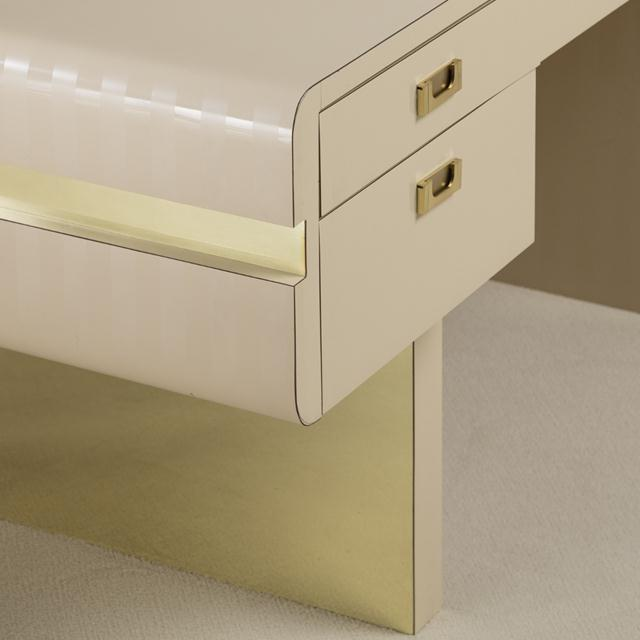 Mid-Century Modern Pace Attributed Pedestal Based Brass and Ivory Mica Wrapped Desk, 1970s For Sale - Image 3 of 8