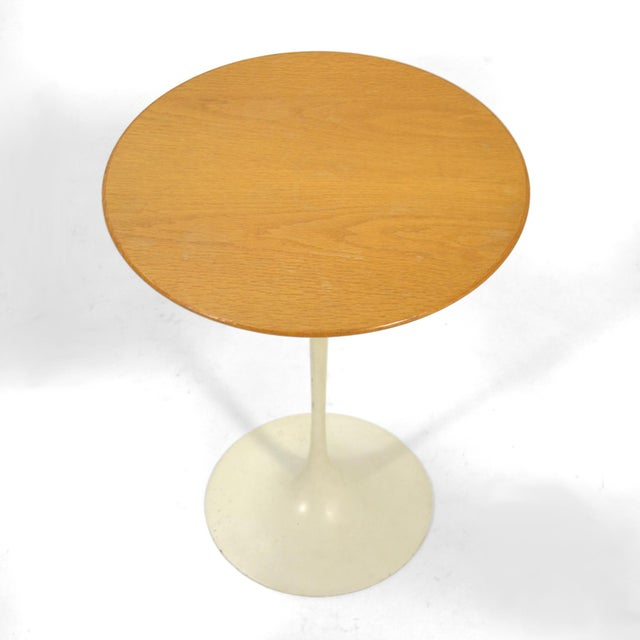 1970s Eero Saarinen Tulip Side Table With Oak Top by Knoll For Sale - Image 5 of 10