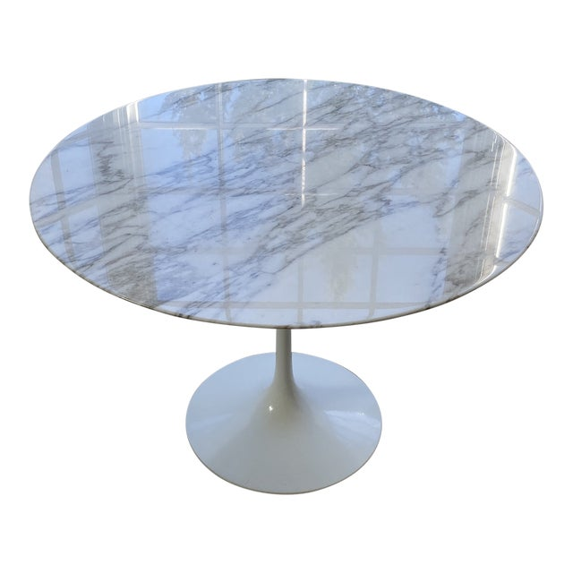 1950s Eero Saarinen For Knoll Round Dining Table For Sale