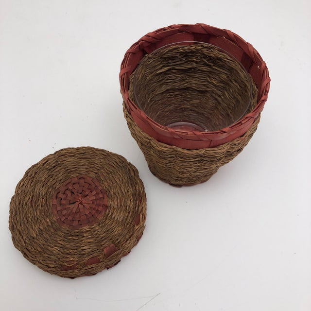 Native American 20th Century Primitive Wabanaki Sweetgrass and Dyed Ash Splint Lidded Basket For Sale - Image 3 of 13