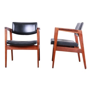 Jens Risom Style Mid-Century Modern Solid Walnut Lounge Chairs by Gunlocke, Pair For Sale