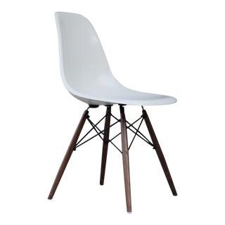 1970s Mid-Century Modern Herman Miller White Fiberglass Side Shell Chair