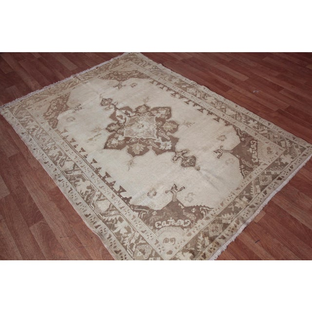 Islamic Vintage Turkish Oushak Beige Medallion Wool Rug - 4′4″ × 6′ For Sale - Image 3 of 9