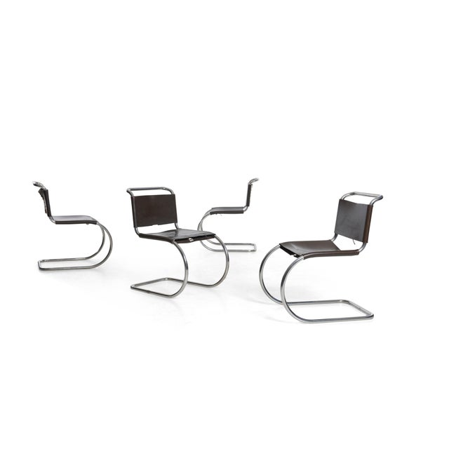 The ultimate Bauhaus chair, Mies for Knoll International MR sling leather chairs, Set of four with original chocolate...