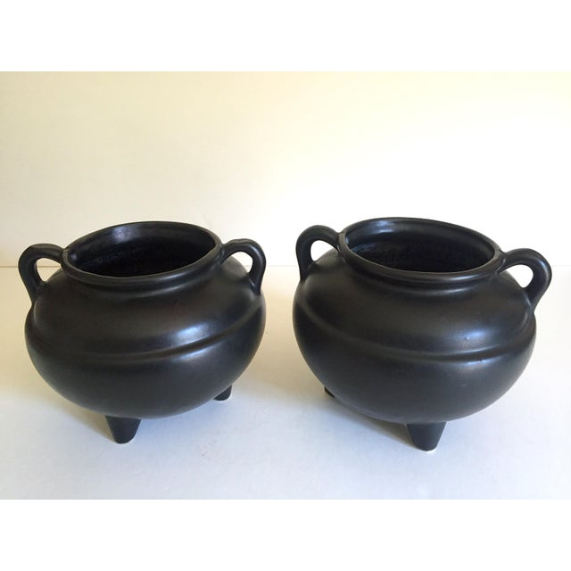 Ceramic 1920's Art Deco Robinson Ransbottom Art Pottery Black Ceramic Jardinier Handled Planter Urns - a Pair For Sale - Image 7 of 13