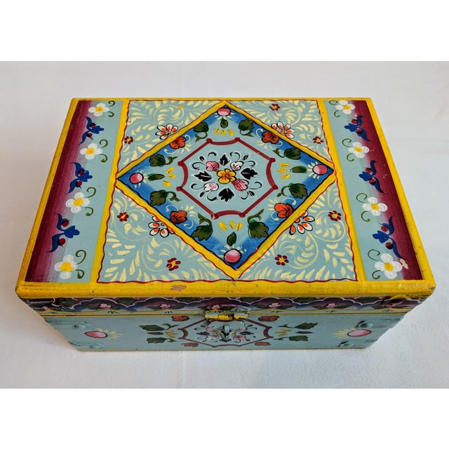 Very pretty vintage hand-painted hinged wooden box. Medium sized piece with some obvious age based on construction and...