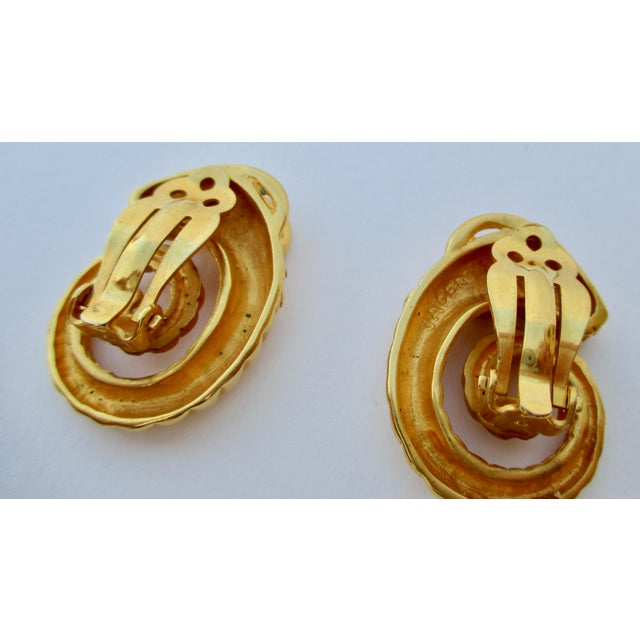 Hollywood Regency Jaded Gilt Coiled Rams Heads Earrings For Sale - Image 3 of 6