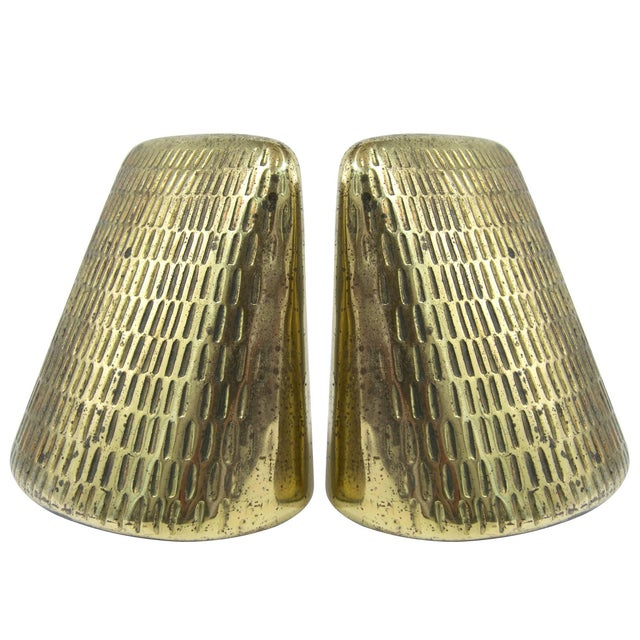 Gold Brass Pyramid Bookends by Ben Seibel for Jenfred Ware - a Pair For Sale - Image 8 of 8