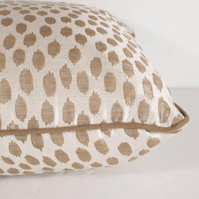 2000 - 2009 Pair of Modernist Square Pillows in Ecru and Muted Gold Tones with Piping Detail For Sale - Image 5 of 7
