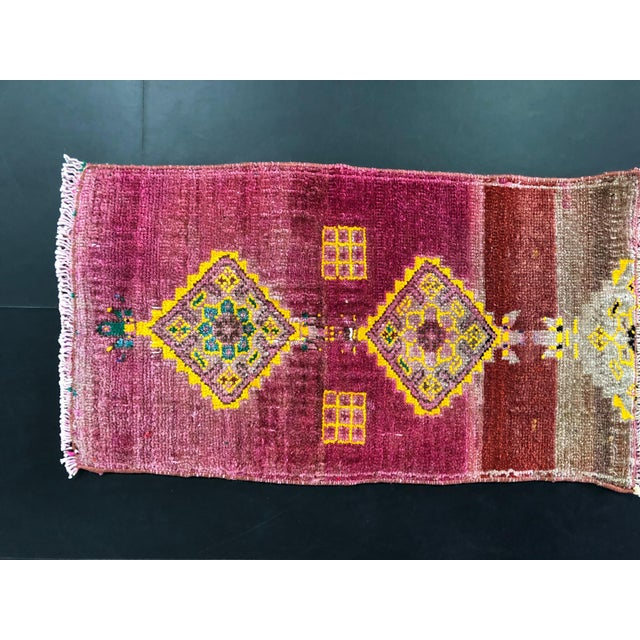 "1960's Turkish Oushak Pink Rug-1'3'x2'3"" For Sale - Image 4 of 6"