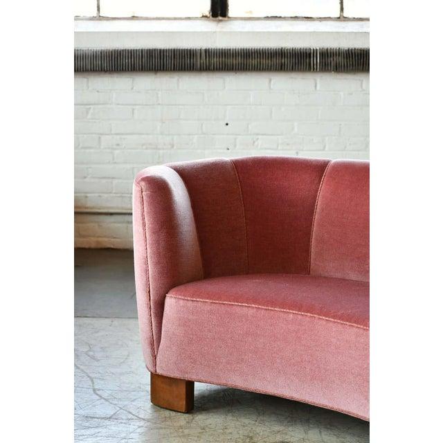 Viggo Boesen Danish 1940s Boesen Style Banana Form Curved Sofa or Loveseat in Pink Velvet For Sale - Image 4 of 11