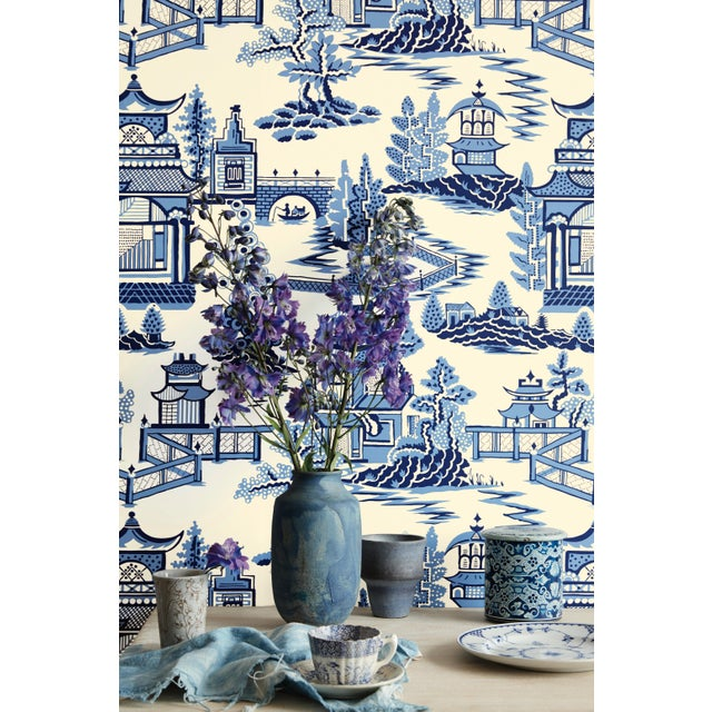 Schumacher Sample - Schumacher Nanjing Chinoiserie Wallpaper in Smoke Grey For Sale - Image 4 of 4