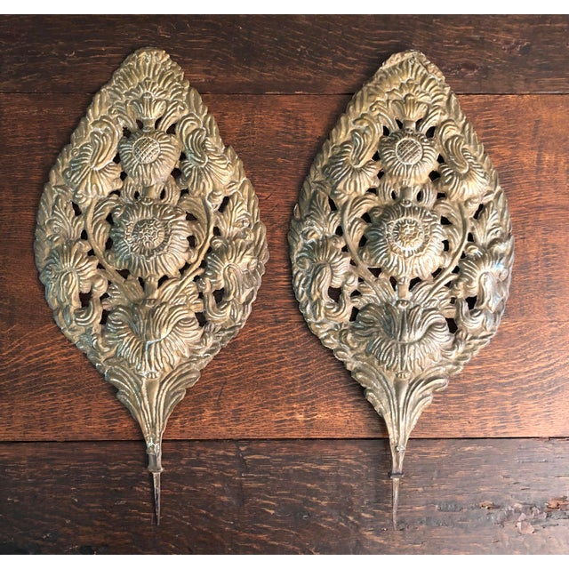 Early 18th Century Baroque Repousse Dutch Brass Sunflower Sconce Backplates - a Pair For Sale - Image 13 of 13