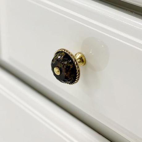 This stately knob will remind you of vintage furniture. Faceted clear lucite and faux tortoise lend hard-edged glamour to...
