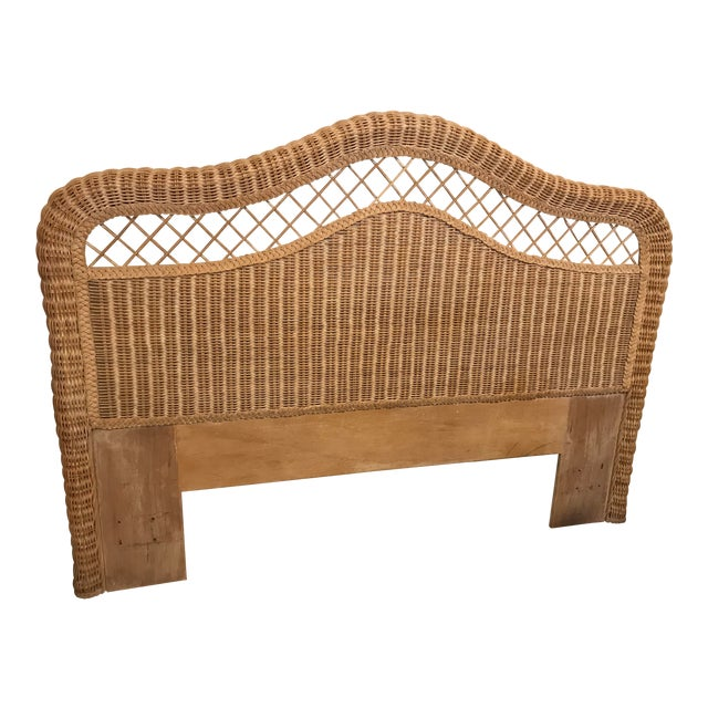 1970s Boho Chic Henry Link Lexington White/Beige Wicker Queen Headboard For Sale