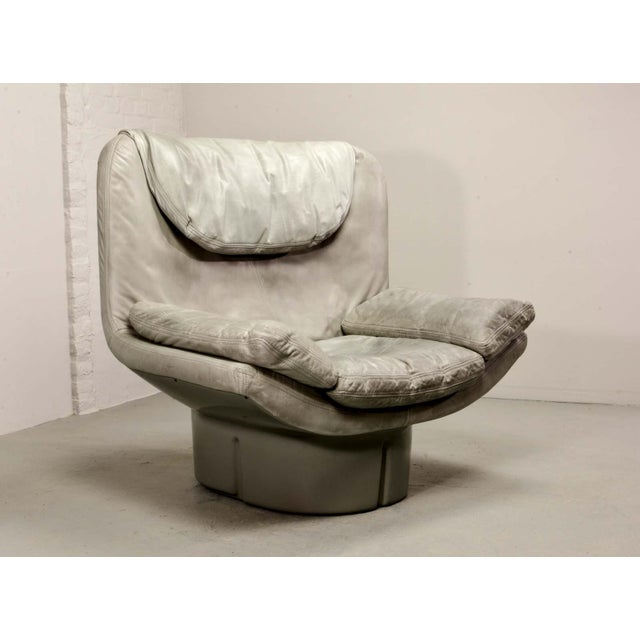 Comfort, Italy Eye-Catching Mid-Century Italian Design Grey Leather Lounge Chair by Ammanati & Vitello, 1970s For Sale - Image 4 of 12