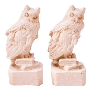 Circa 1930s American Chalkware 'Wise Owl' Figurines / Bookends For Sale