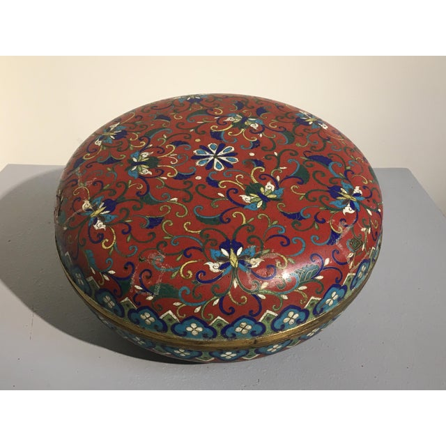 Large Chinese Qing Dynasty Red Cloisonné Round Box - Image 3 of 10