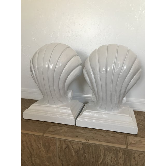 Coastal 1970s Vintage Coastal Regency Scale White Lacquered Shell Bas - a Pair For Sale - Image 3 of 12