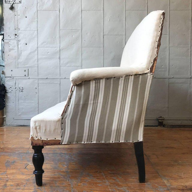 White Small French Settee With High Back For Sale - Image 8 of 11