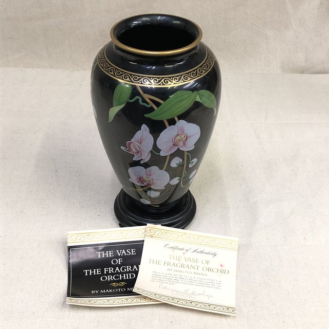 Japanese The Franklin Mint Oriental Porcelain Jardiniere - the Vase of the Fragrant Orchid For Sale - Image 4 of 10