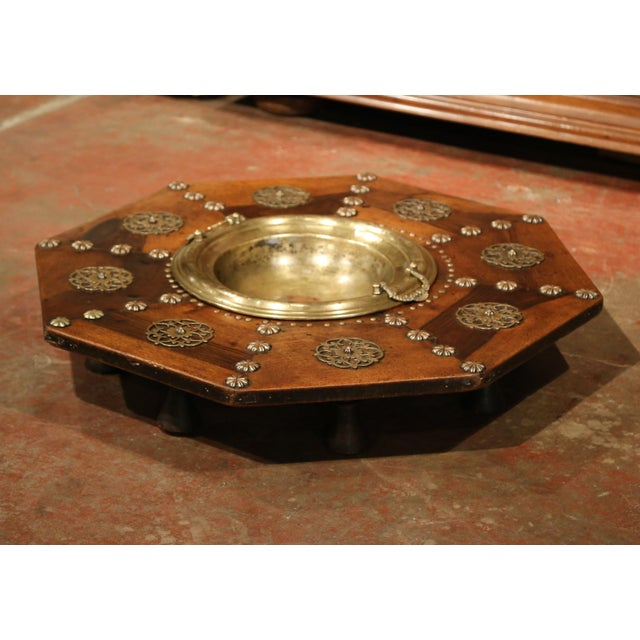 Early 19th Century Spanish Carved Walnut Brasero with Removable Brass Tray Top For Sale - Image 5 of 9