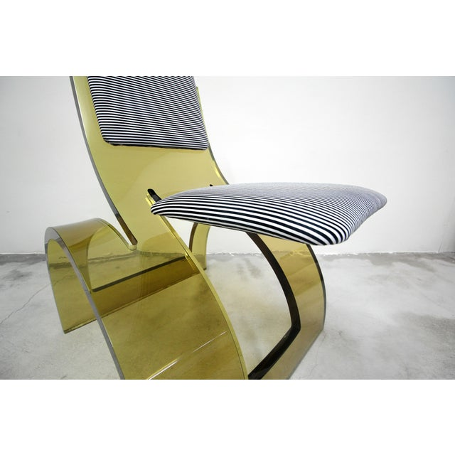 Rare Sculptural Cantilevered Vintage Arched Colored Lucite Corner Lounge Chair For Sale In Las Vegas - Image 6 of 8