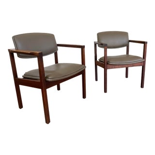 Vintage Mid-Century Gunlocke Chairs - a Pair For Sale