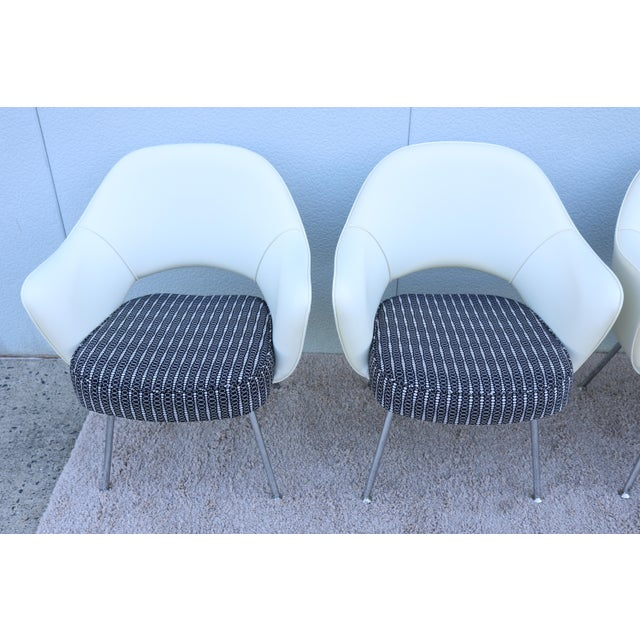 Mid-Century Modern Eero Saarinen for Knoll White Executive Arm Chairs - Set of 4 For Sale - Image 9 of 13
