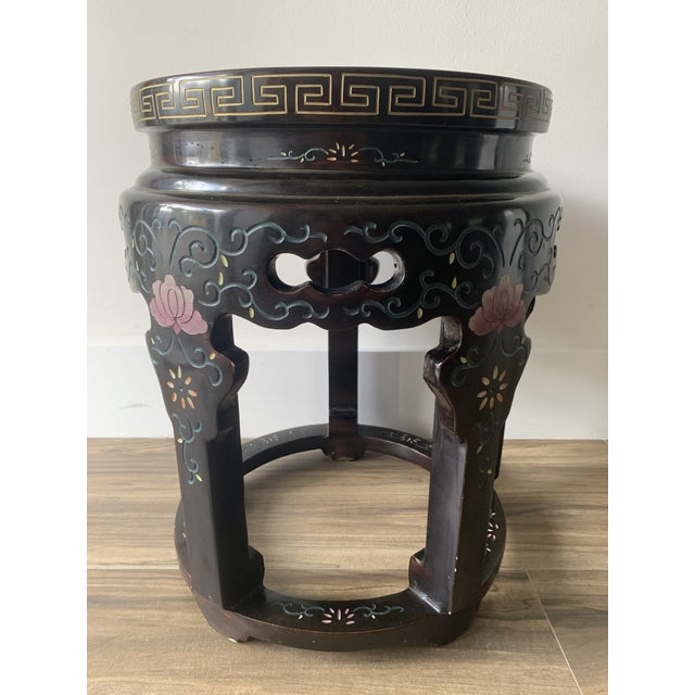 Chinoiserie Chinoiserie Coromandel Lacquered Side Table With Birds and Flowers For Sale - Image 3 of 10