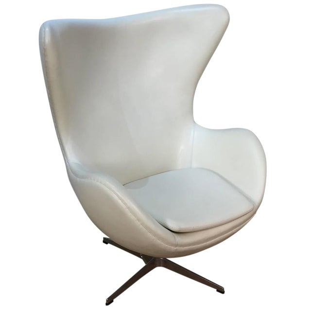 Arne Jacobson Style White Leather Egg Chair - Image 1 of 7