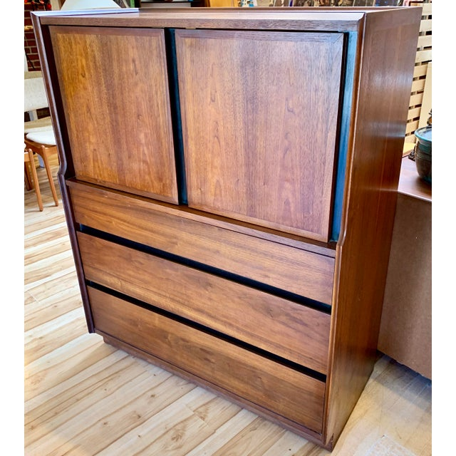1960s Dillingham Esprit walnut gentleman's chest by Merton Gerhun. The chest has three drawers in the upper section and...