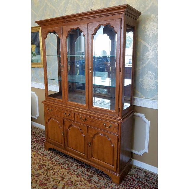 1990s Oak Drexel Heritage Carleton Collection Dining Room China Cabinet - Image 2 of 11