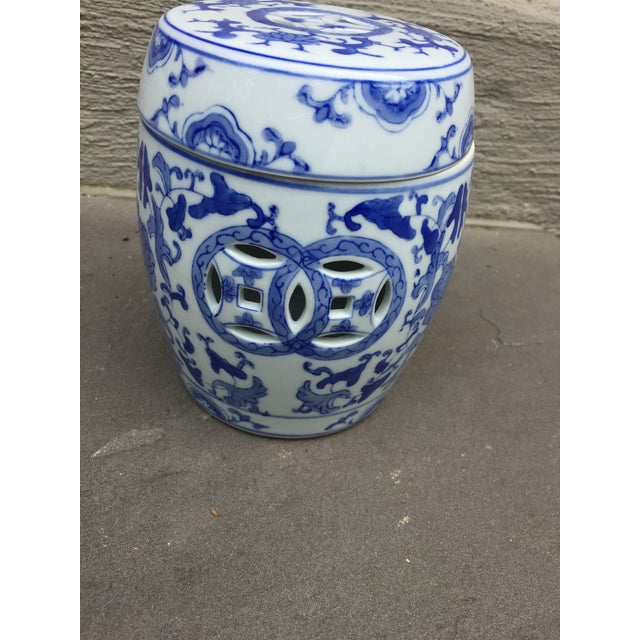 5.5 x.5.5. x 6.5 1960's chinoiserie ginger jar from Guang Zhou province in China lovely on a mantle , in the garden or...