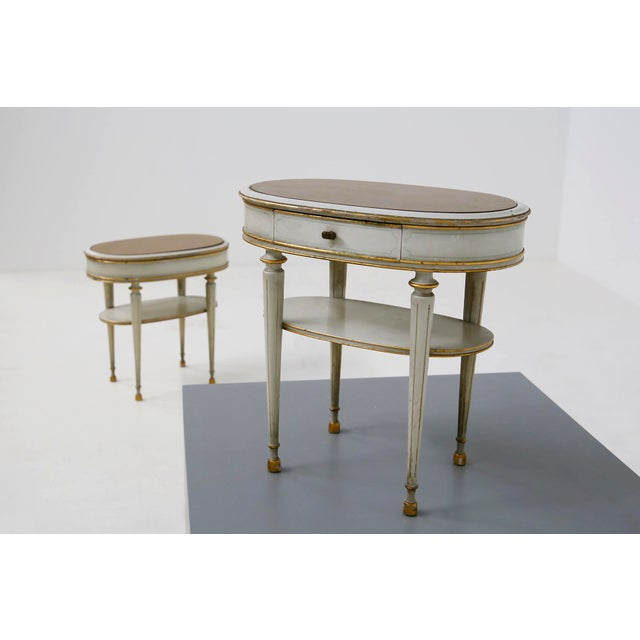 French Pair of French Style White Bedside Tables in Wood and Orange Gilt Glass. 1940s For Sale - Image 3 of 12