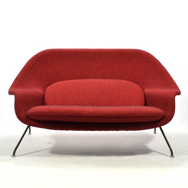 Eero Saarinen Womb Settee Upholstered in Alexander Girard Fabric For Sale - Image 10 of 11