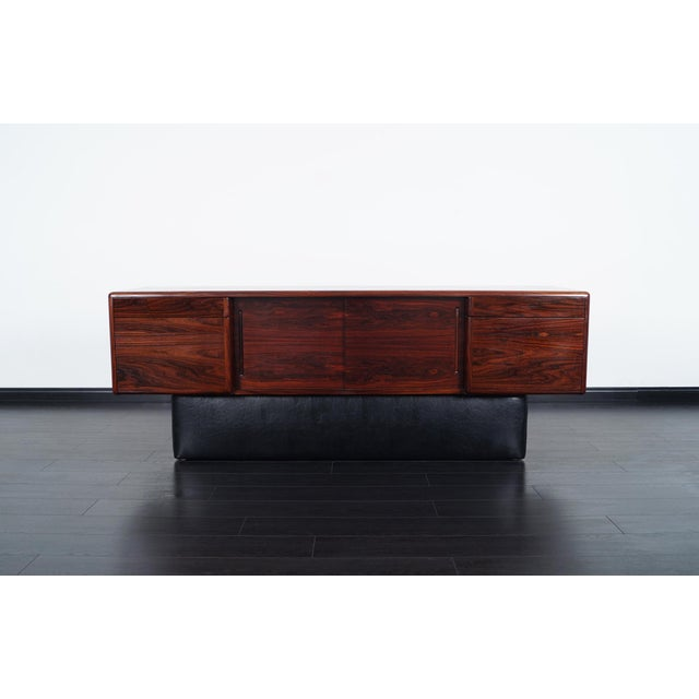 1960s Danish Modern Rosewood Credenza For Sale - Image 5 of 9