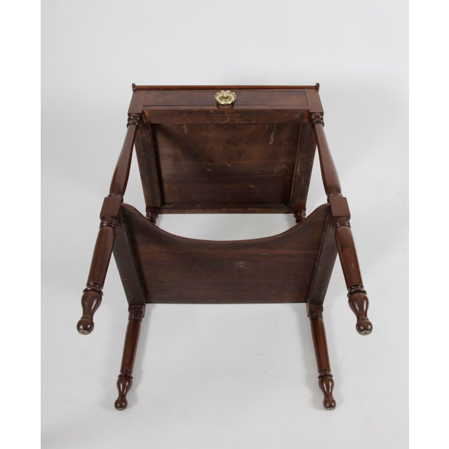 19th Century American Federal MahoganyTable For Sale In New York - Image 6 of 7