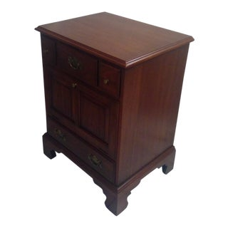 1960s Traditional Henkel Harris Solid Black Cherry Nightstand For Sale