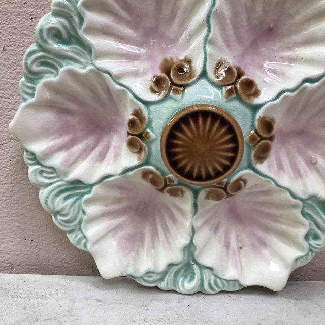 Majolica handled oyster plate with handle on the center from Orchies, circa 1890.