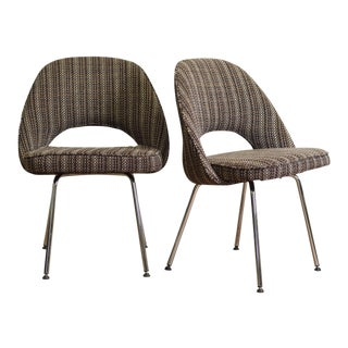 Eero Sarinen Style Pair of Mid Century Side Chairs for Knoll For Sale