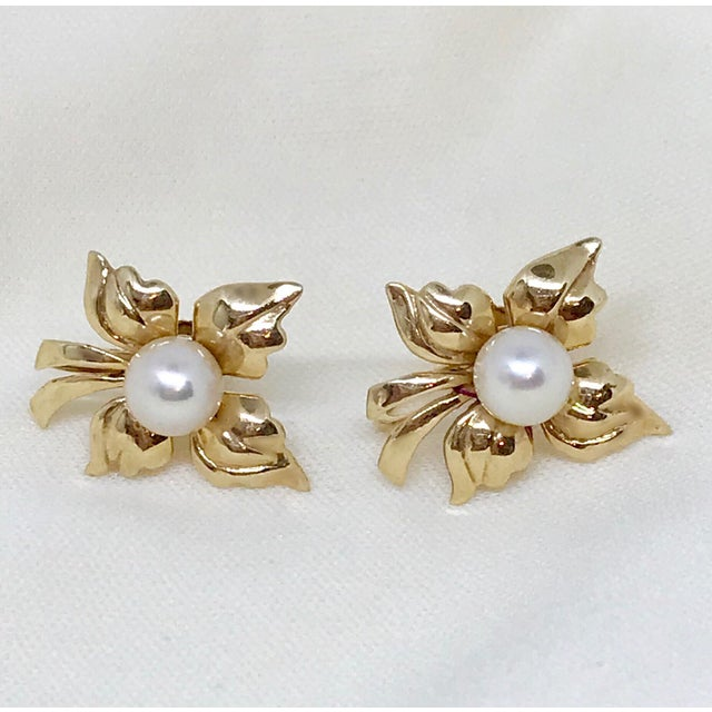 Mid 20th Century 1950s Vintage 14k Gold and Cultured Pearl Screw Back Earrings For Sale - Image 5 of 5