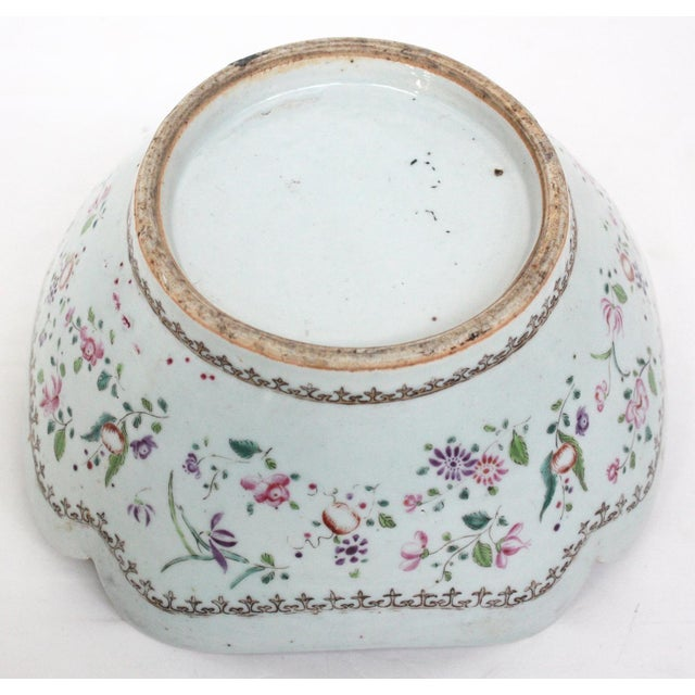 An early 19th century Chinese Export porcelain bowl with a beautiful scalloped rim. Two large and two small interior...