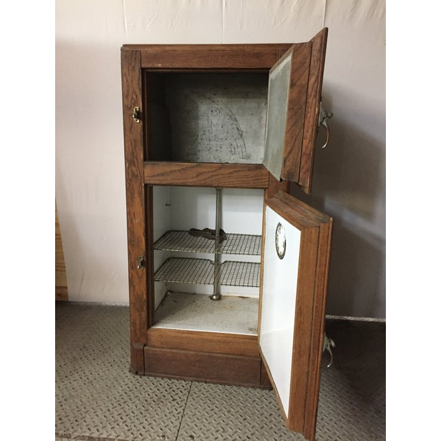 French Provincial Oak Ice Box Cooler 19 th For Sale - Image 3 of 9
