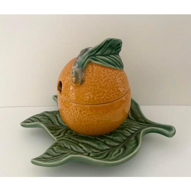 Farmhouse Bordallo Pinheiro Majolica Orange Marmalade Jar With Green Leaf Under Plate For Sale - Image 3 of 9