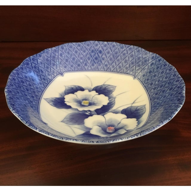 Ceramic Japanese Style Scalloped Blue Floral Bowls - Set of 2 For Sale - Image 7 of 12